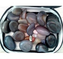 Kit de Pedras para Massagem com 20 Pedras e 9 cristais Naturais com Necessaire